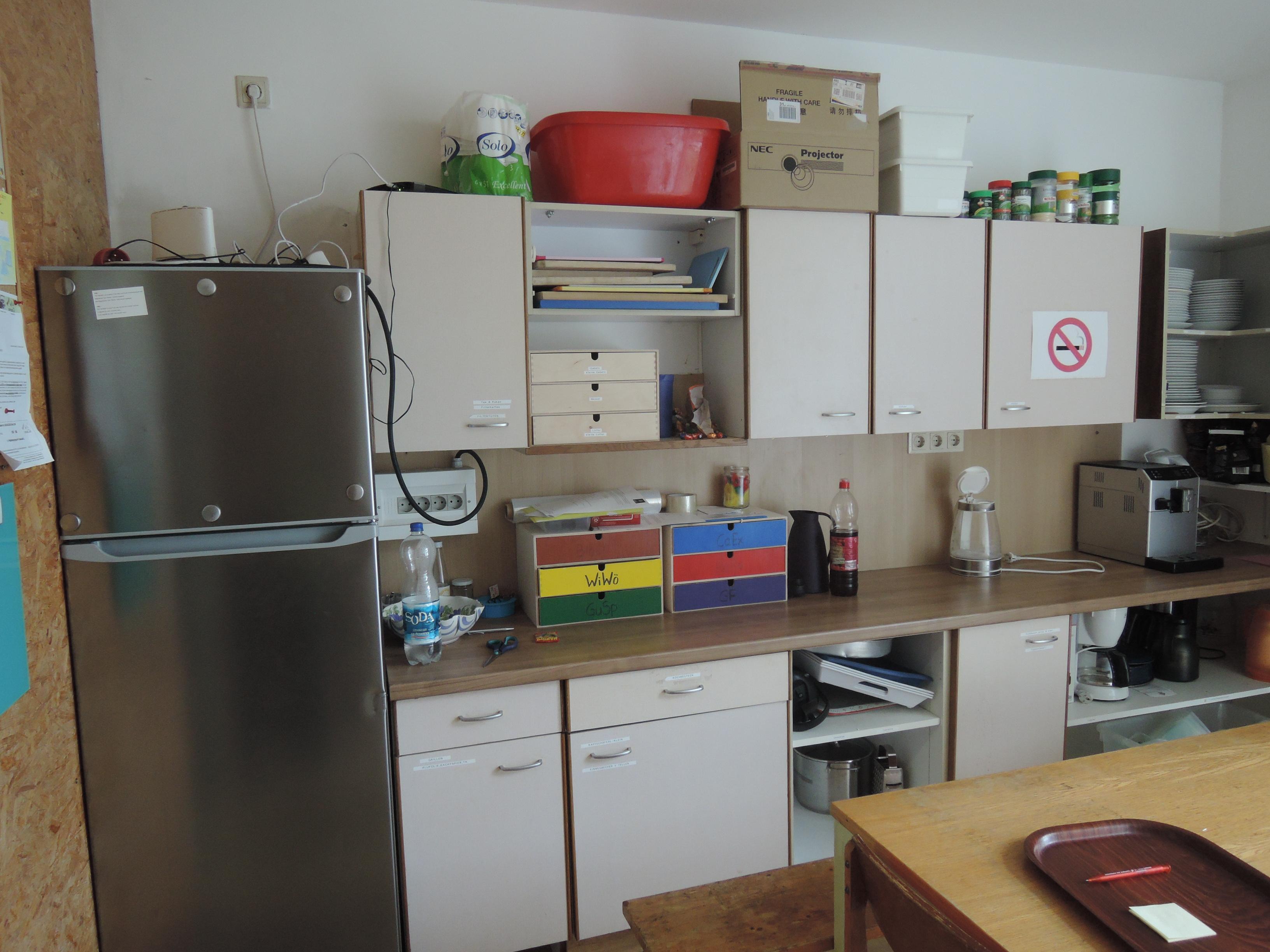 Kühlschrank + Kasten
